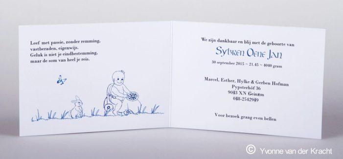 Binnenkant geboortekaartje met tekening en kalligrafie